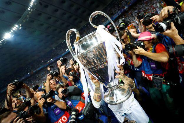 Le trophée de la Ligue des Champions s'installe à Paris ce week-end.