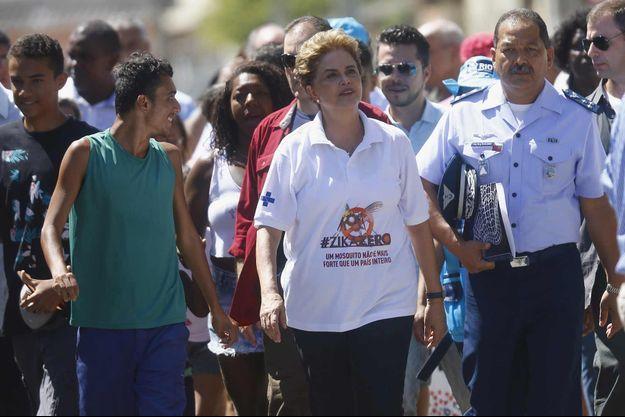 Silma Rousseff en campagne de sensibilsation contre le virus Zika.