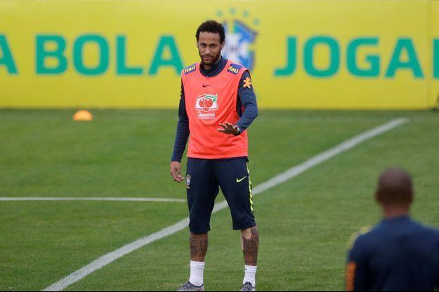 Neymar à l'entraînement au Brésil.