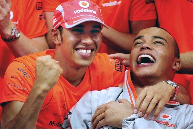 Lewis Hamilton et son frère Nicolas lors du Grand Prix de Formule 1 du Brésil, à Sao Paulo.
