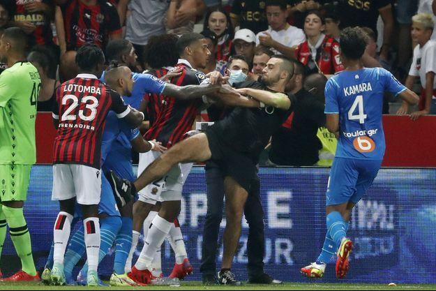 Des supporters niçois voulaient en découdre avec Dimitri Payet, le joueur marseillais.