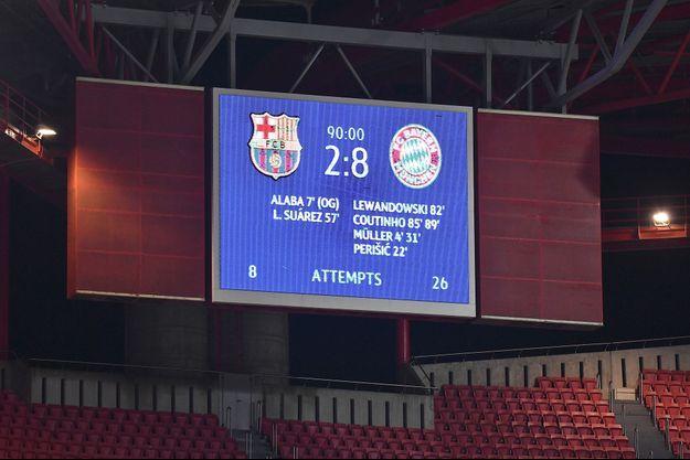 Le Bayern a marqué tellement de buts que tous les buteurs n'ont pu être marqués sur le tableau d'affichage.