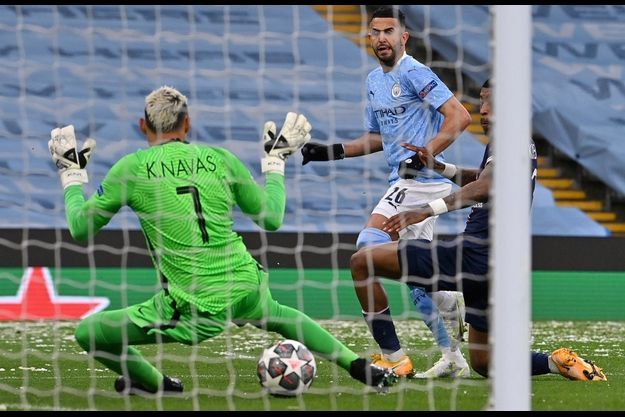 Mahrez a marqué les deux buts pour Manchester City.