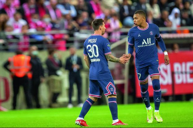 Avec Leo Messi, qui fait ses débuts sous les couleurs du PSG, lors du déplacement à Reims, le 29 août. Kylian Mbappé signe le doublé de la victoire (2-0).