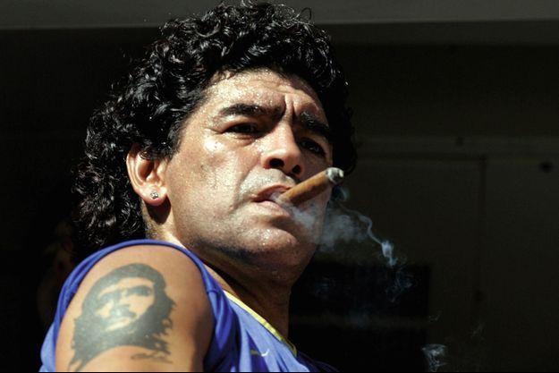 Accro aux cigares, au point de fumer juste avant un match de première division argentine, en 2006.