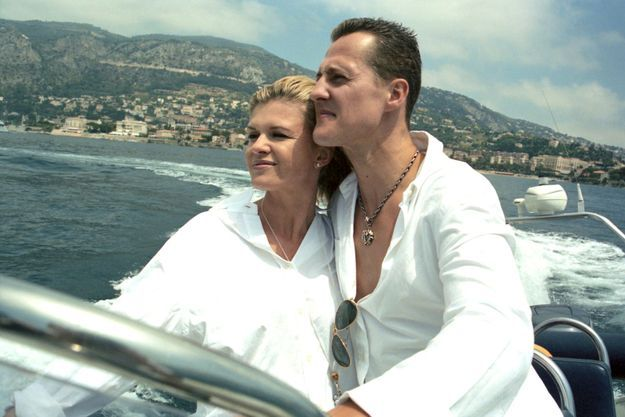 Michael et Corinna Schumacher lors d'une sortie en bateau sur le lac Léman à Genève, en 2000.