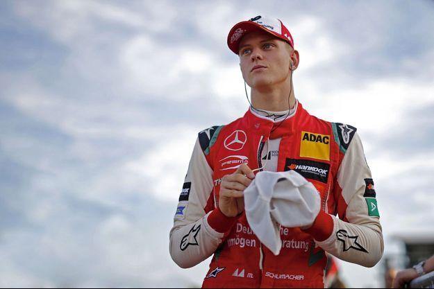 Mick Schumacher en marge de la course en formule 3 de Hockenheim le 12 octobre 2018.