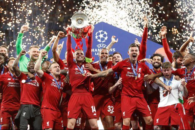 Les Reds de Liverpool exultent : ils ont remporté la Ligue des champions.