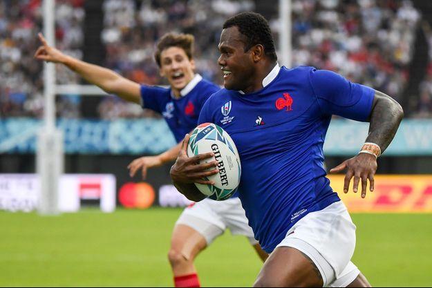 Le sourire de Virimi Vakatawa avant de plaquer le ballon au sol et d'offrir un essai aux Français.