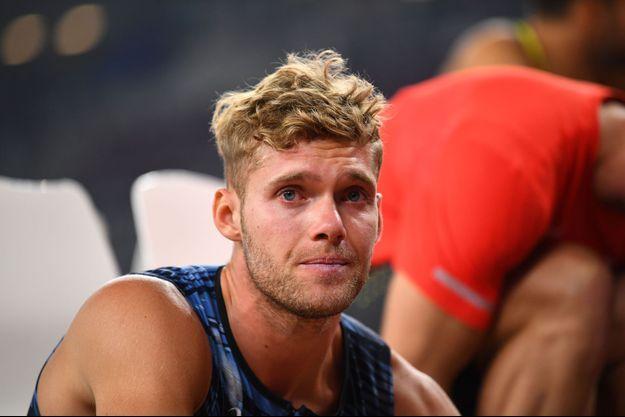 Kevin Mayer en larmes après son abandon lors des Mondiaux de Doha.