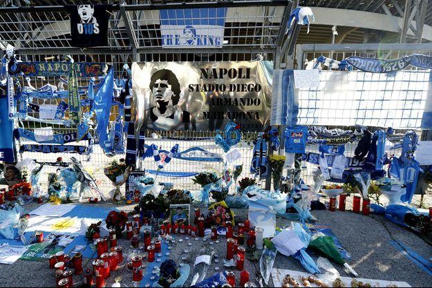 Les hommages à Naples après la mort de Diego Maradona.