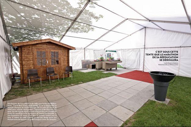 C'est sous cette tente que le marathon de sa rééducation se déroulera, jardin éducatif aménagé pour Michael Schumacher, au CHUV de Lausanne.