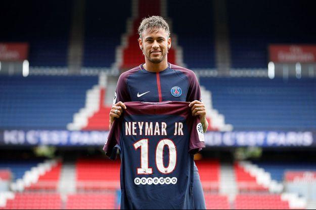 Neymar est arrivé à Paris vendredi.