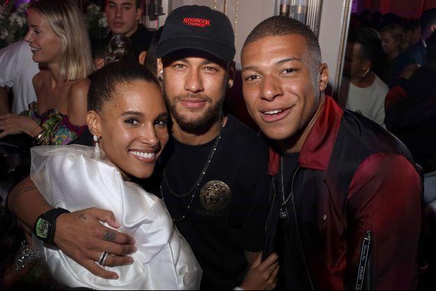 Neymar et Kylian Mbappé avec Cindy Bruna