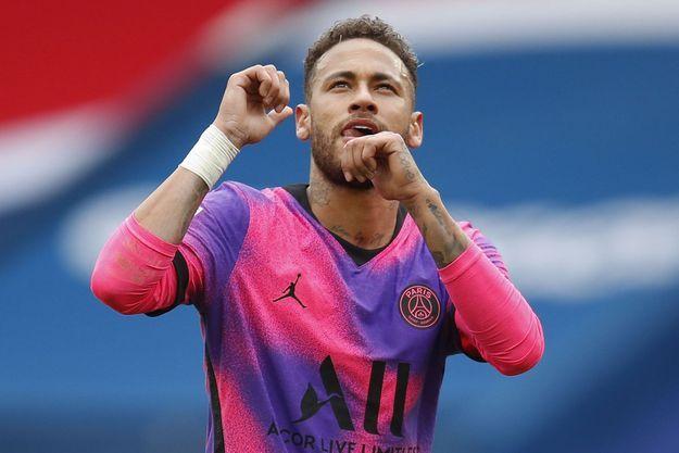 Neymar a prolongé de trois ans son contrat avec le PSG.