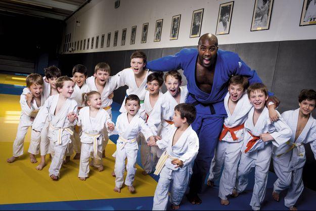 Teddy Riner avec les 4-12 ans des clubs de judo de Levallois-Perret et de Maisons-Alfort à l'Institut du sport.