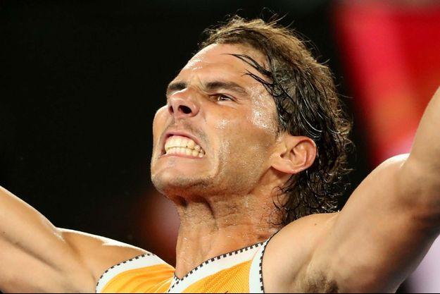 Rafael Nadal exulte après sa qualification pour la finale de l'Open d'Australie.
