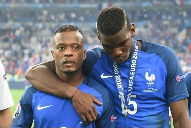 Patrice Evra et Paul Pogba le jour de la finale de l'Euro 2016.