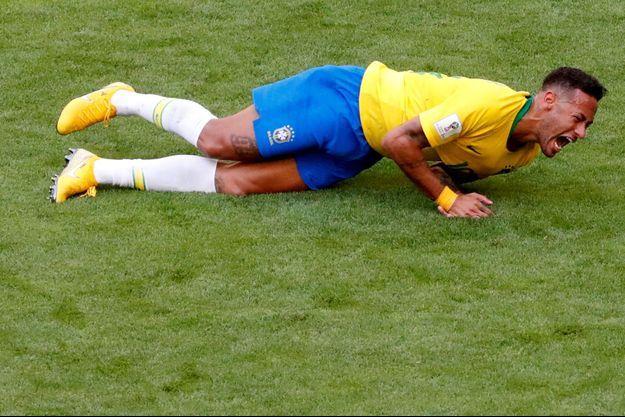 Neymar a subi de nombreuses fautes face au Mexique.