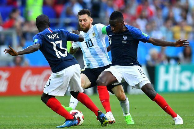 Kanté et Matuidi entourent Messi lors d'un des plus beaux matches de la Coupe du monde.