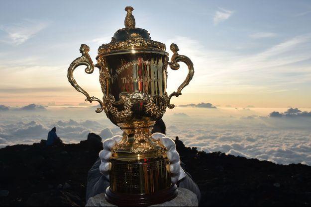 Le trophée Warren Ellis en haut du Mont Fuji