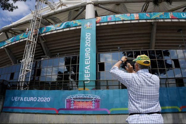 Le Stadio Olimpico de Rome se prépare pour le match d'ouverture.