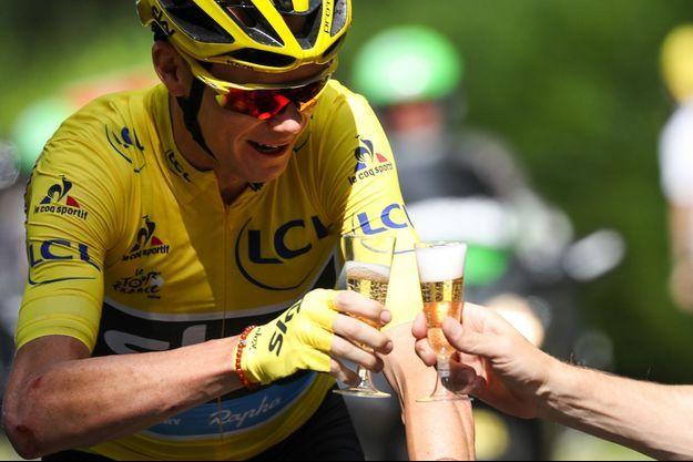 Christopher Froome, vainqueur du Tour 2016, en route vers les Champs-Elysées le 24 juillet 2016.