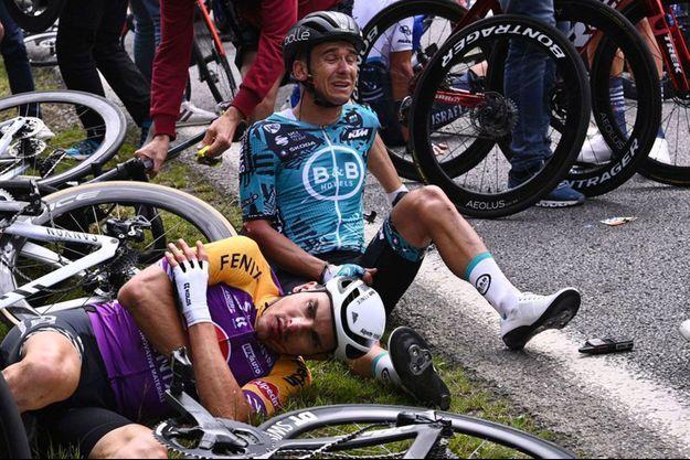 Lors de la chute causée par la spectatrice cet été au Tour du France.