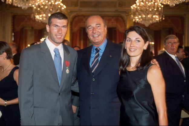Zinédine Zidane, Jacques Chirac et Véronique Zidane en 1998 à l'Elysée.