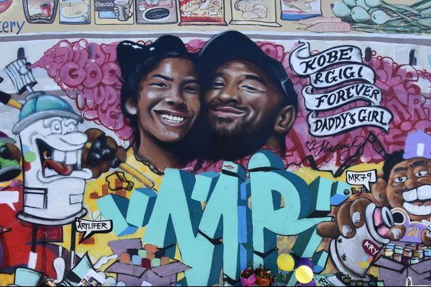 Un mur tagué à Los Angeles représentant les portraits de Gigi et Kobe Bryant