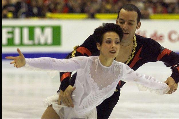 Sarah Abitbol et le patineur Stéphane Bernadis sur la glace en 2000.
