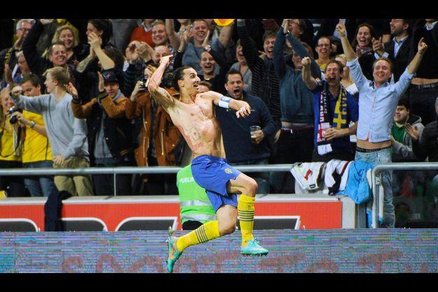 Le 14 novembre, sous le maillot suédois, il célèbre un but d'anthologie face à l'Angleterre, un retourné à plus de 30 mètres.
