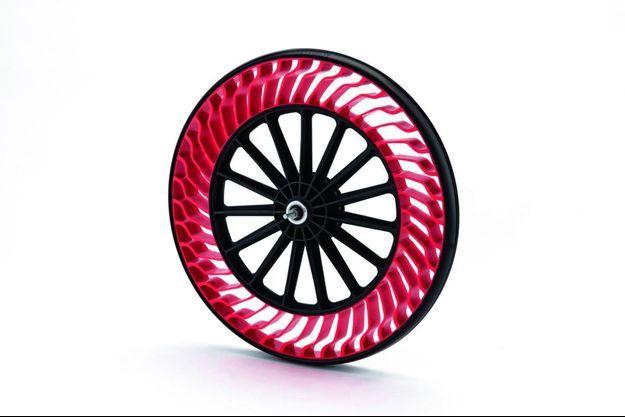 Bridgestone Air Free: Ce pneu à structure unique à rayons pour deux-roues est réalisé à base de résine et non plus de caoutchouc. Dépourvu d'air, il ne risque ni de se dégonfler ni de crever.