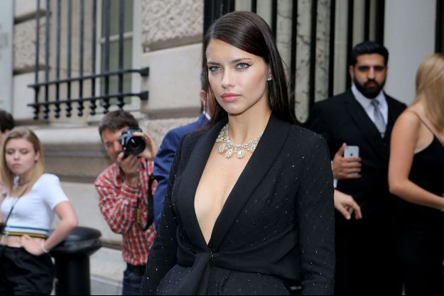 Adriana Lima à Paris pour la Fashion Week, 2016