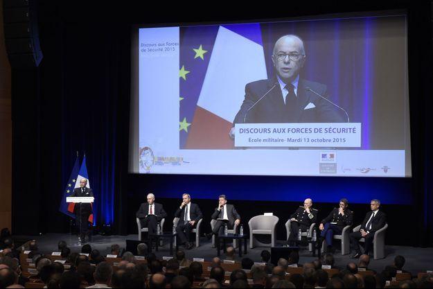 Bernard Cazeneuve mardi, lors d'un discours devant les forces de l'ordre à l'Ecole militaire à Paris,
