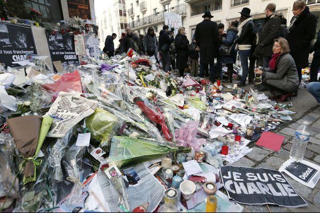 Hommages au siège de Charlie Hebdo.