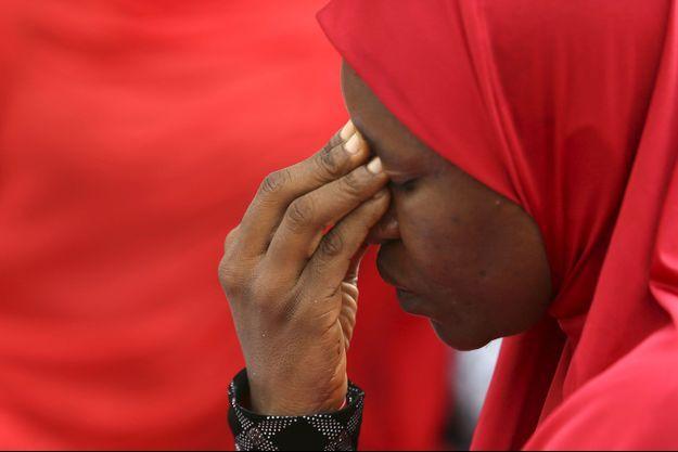 Une femme de la ville de Chibok, accablée.