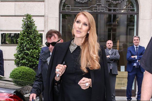 Céline Dion à la sortie du Royal Monceau à Paris, 2016