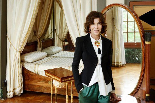 Christine Orban dans le boudoir de l'impératrice à Malmaison.