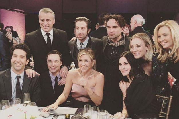 """Les acteurs de """"Friends"""" réunis aux côtés des acteurs de """"The Big Bang Theory"""""""
