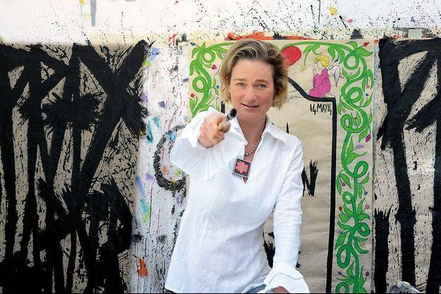 Delphine Boël chez elle avant un double événement : l'exposition de ses dernières oeuvres et la décision du Tribunal de première instance de Bruxelles dans l'affaire qui divise la Belgique. Sera-t-elle enfin, officiellement, la fille reconnue du roi Albert ?