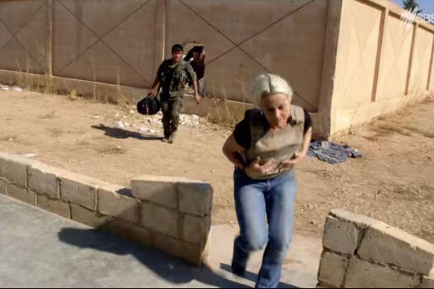 Trois participants d'une émission télévisée se sont retrouvés très prêts des combats.