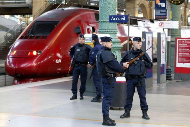 Une patrouille de police Gare du Nord.