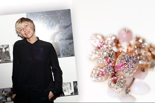 Une bague, création de Claire Dévé-Rakoff: « Comme un bouquet d'hortensia rose poudré où les pierres se font fleurs. » Or rose, serti d'opale rose et peau d'ange, tourmalines roses taille navette, de saphir rose taille brillant, de diamants taille brillant et un diamant taille coussin de 1,01 carat.