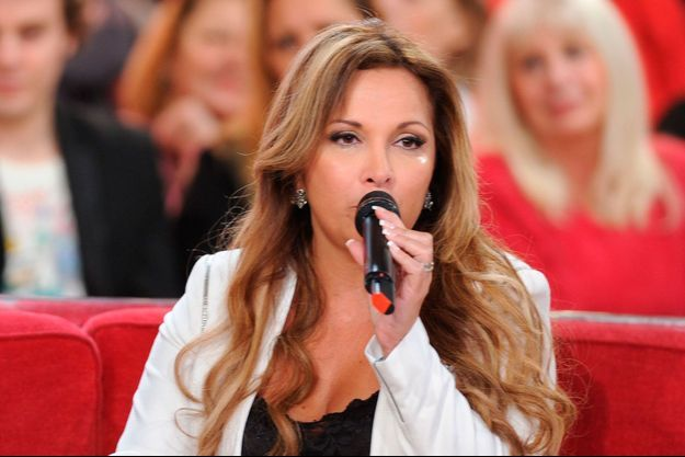 Hélène Ségara, sur le plateau de Michel Drucker en janvier 2014.