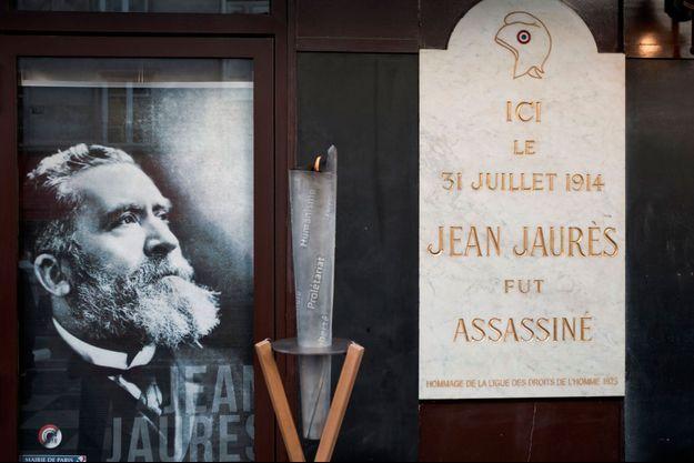 Au Café du Croissant, dans le 2ème arrondissement à Paris, lieu où Jean Jaurès fut assassiné le 31 juillet 1914 par Raoul Villain.