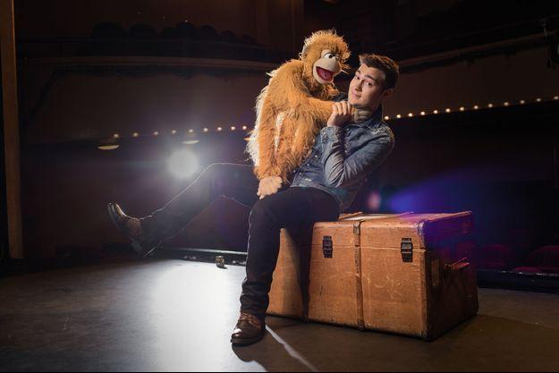 Jeff Panacloc et Jean-Marc pose au théâtre des Mathurin.