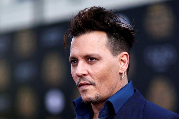 """Johnny Depp à l'avant-première de """"Alice de l'autre côté du mirroir"""" à Hollywood, 2016"""