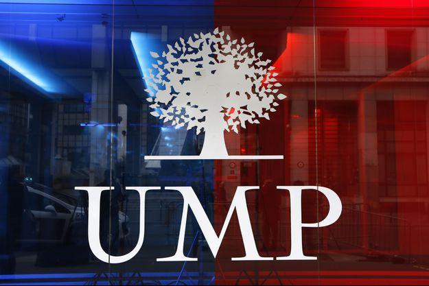 Le logo de l'UMP, à l'entrée du siège du parti à Paris.