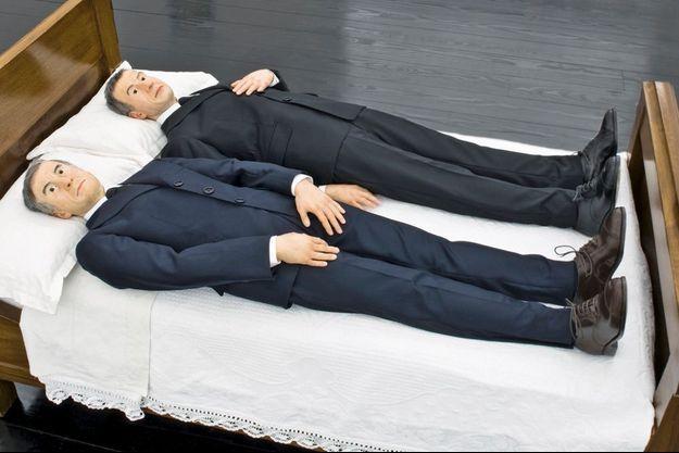 « We », de Maurizio Cattelan, 2010, d'après une photo de Gilbert & George, « In Bed With Lorca ».